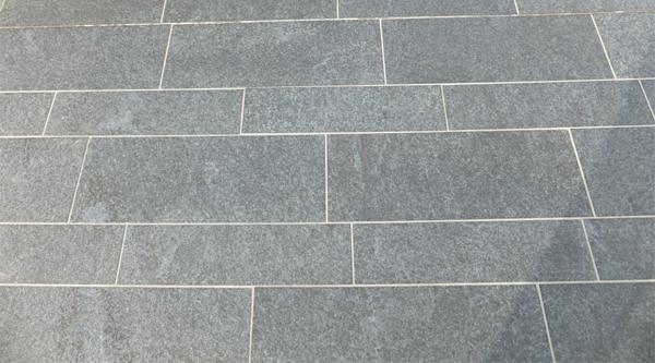 Graniet Tegels Tuin.Terrastegels In Graniet Niets Dan Voordelen Dedoruin