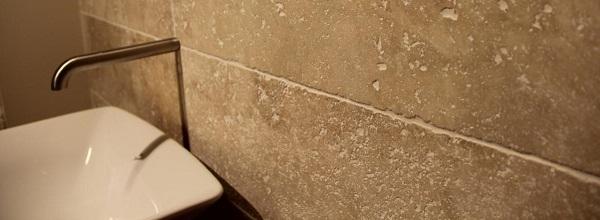 Badkamermeubel Kolomkast ~ Natuursteen in de badkamer; het is een dankbaar materiaal met unieke